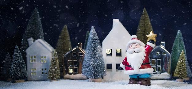 Prettige kerstdagen en gelukkig nieuwjaar, vakantie wenskaart, bokeh achtergrond wazig