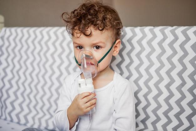 Preventie van luchtwegaandoeningen. longontsteking, bronchitis. inademing voor baby's.