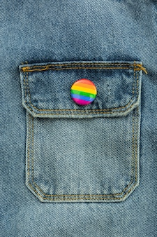 Pride lgbt samenleving dag jeans knop close-up