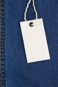 Prijskaartje over jeans textuur
