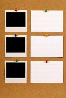 Prikbord met polaroidfoto's