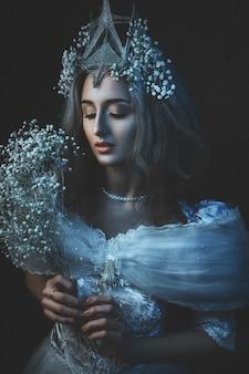 Prinses met witte bloemen