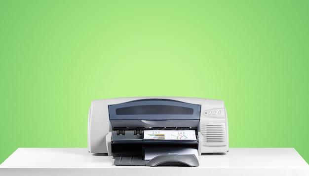 Printer copier machine op een felgekleurde achtergrond