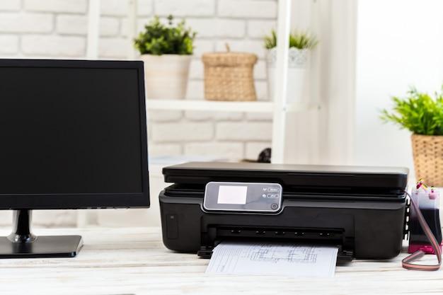 Printer en computer. werk tafel