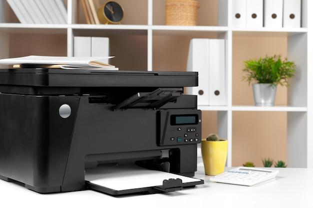 Printer, kopieerapparaat, scanner op kantoor. workplace.