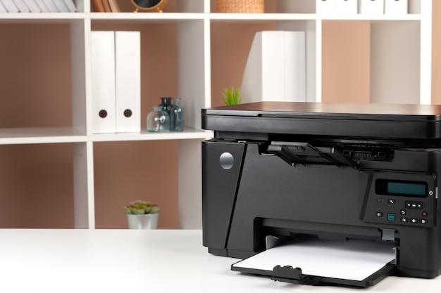 Printer op kantoor. workplace.