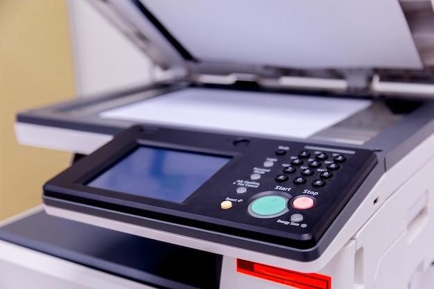 Printer scanner laser kopieermachine levert op kantoor.