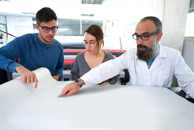 Printteam bij de industrieplotterprinter