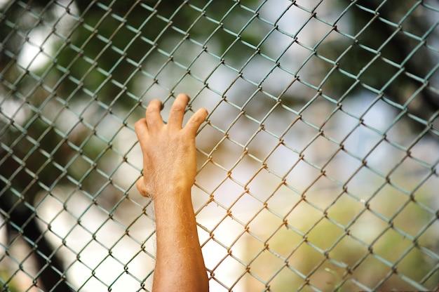 Prisioner man die gevangen zat in de gevangenis
