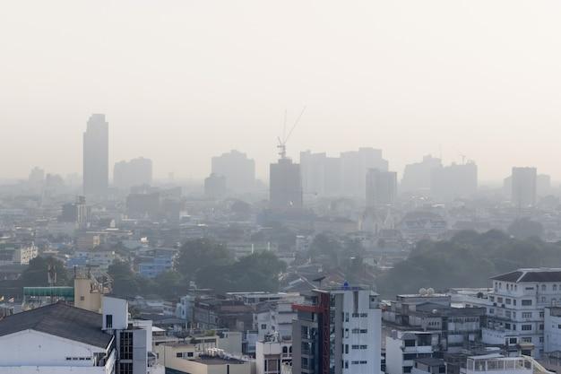 Probleem luchtvervuiling op gevaarlijke niveaus met pm 2.5-stof in de stad bangkok, thailand