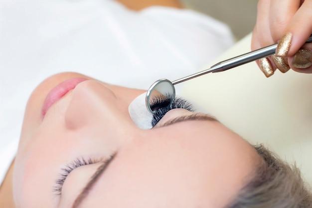 Procedure voor wimperverlenging in salon