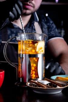 Proces het brouwen van thee, theeceremonie