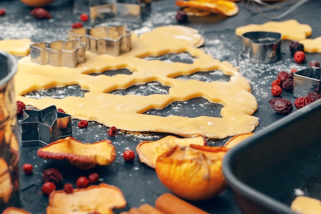 Proces om de koekjes van het gemberbrood dicht omhoog te koken