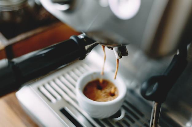 Proces om klassieke espresso in machine te maken