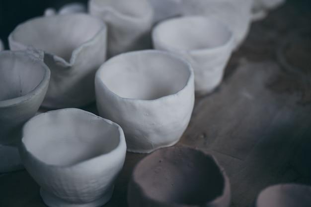 Proces van klei keramische pot, handwerk om keramiek te maken van klei