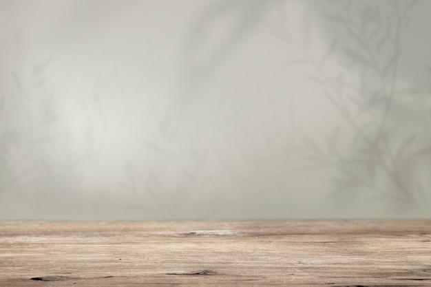 Productachtergrond, lege houten vloer met groene muur en plantenschaduw
