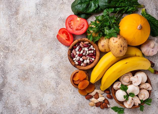 Producten die kalium bevatten. gezond voedselconcept