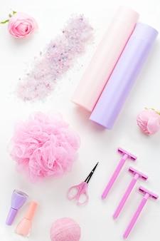 Producten voor persoonlijke verzorging en cosmetica plat. vrouw schoonheidsbehandeling concept, bovenaanzicht
