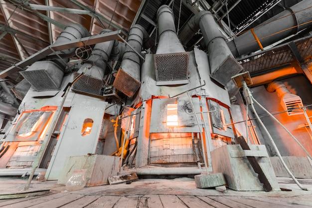 Productie van glas in de fabriek