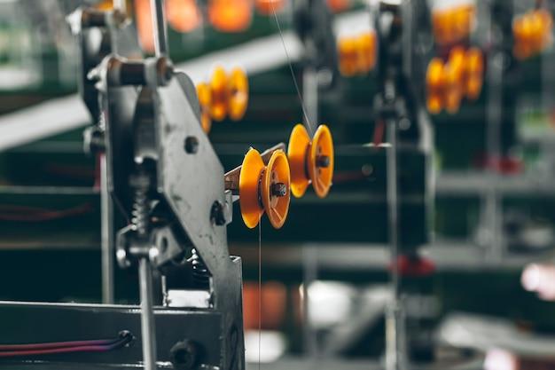 Productie van kabeldraad bij kabelfabriek close-up