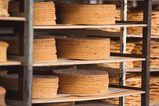 Productie van taarten en zoetwaren bij de onderneming.