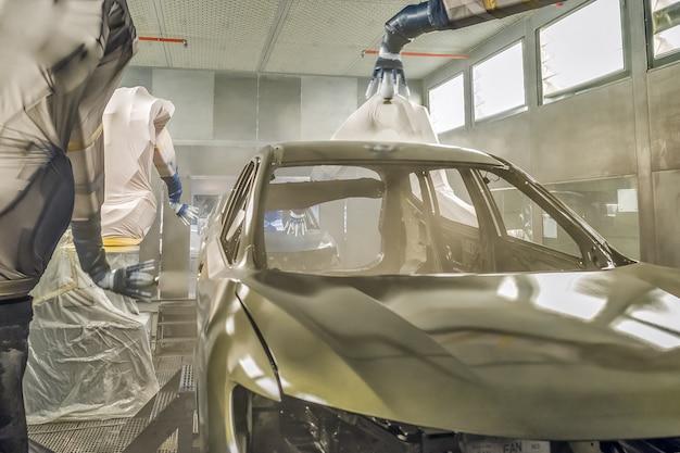 Productielijn van autofabriek, spuiterij.
