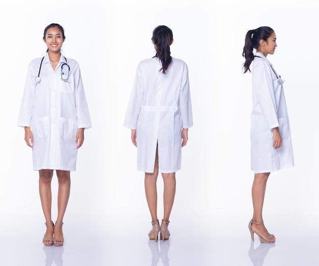Professionele aziatische mooie arts verpleegster vrouw in laboratoriumjas uniform haar stethoscoop glimlacht, staat en loopt in medisch ziekenhuis, studio verlichting witte achtergrond, collage groep pack volledige lengte 360