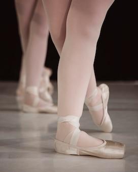Professionele ballerina's die pointe-schoenen dragen
