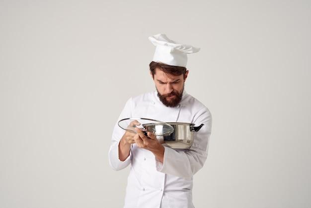 Professionele chef-kok pot in de hand kookservice baan