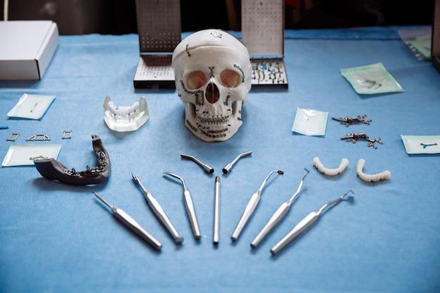 Professionele hulpmiddelen voor stomatologie en maxillofaciale chirurgie.