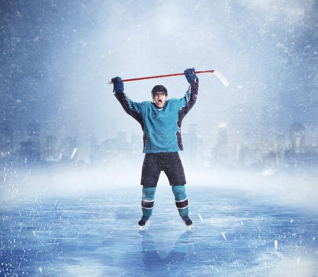 Professionele ijshockeyspeler handen omhoog