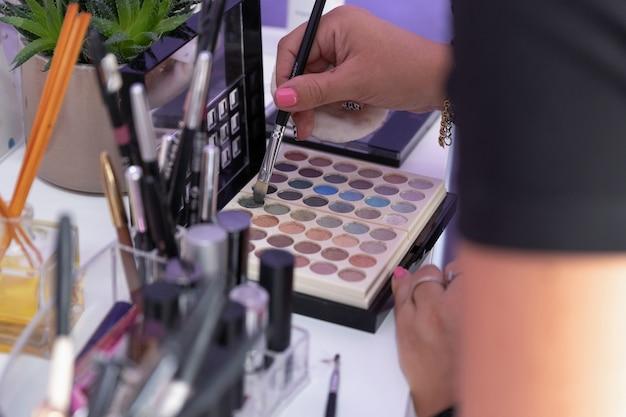 Professionele make-up artist instrumenten in heuptas