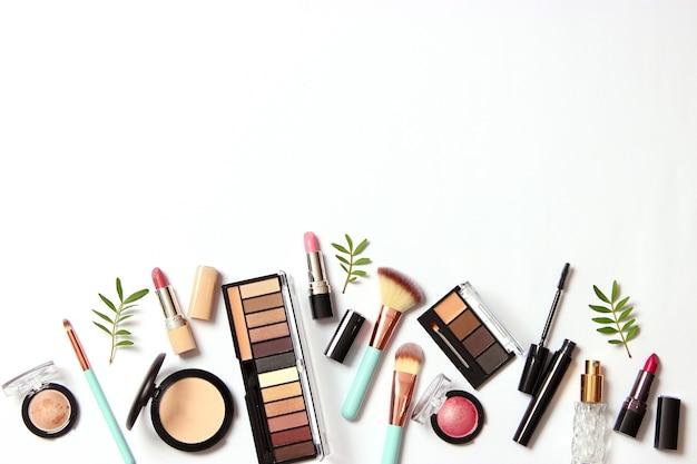 Professionele make-uptools make-upproducten een set van verschillende producten voor make-up