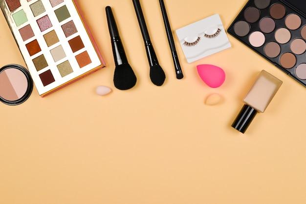 Professionele trendy make-upproducten met cosmetische schoonheidsproducten