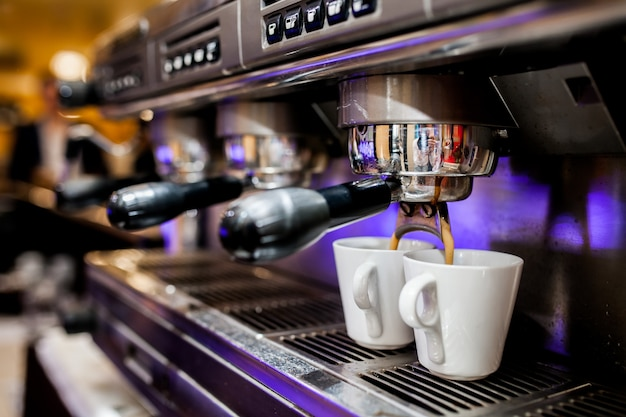 Professionele voorbereiding barista maker cafe