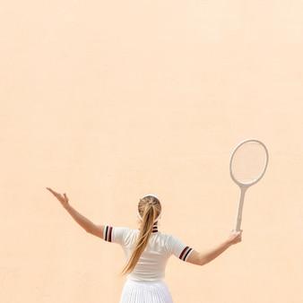 Professionele vrouw tennisspeler op veld