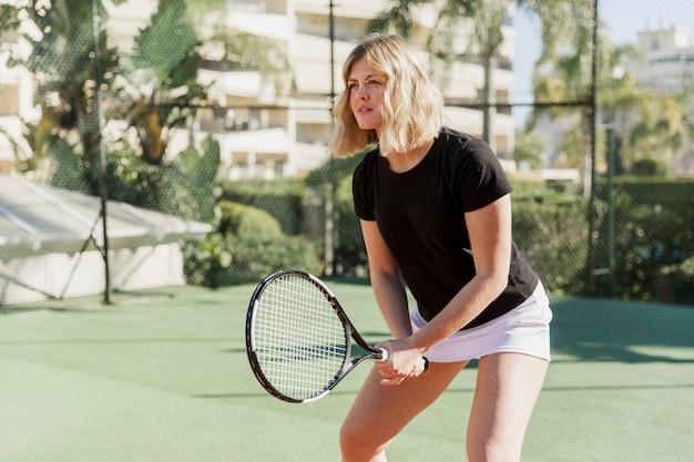 Professionele vrouwelijke tennisser training
