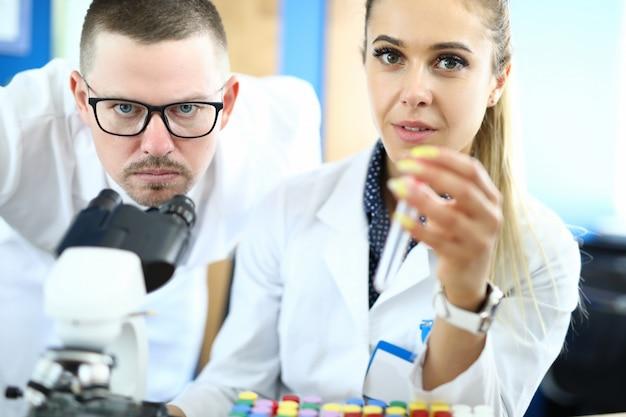 Professionele werknemers in de kliniek