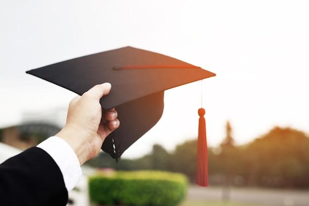 Proficiat aan de afgestudeerden afstuderen aan het universitaire concept van onderwijs