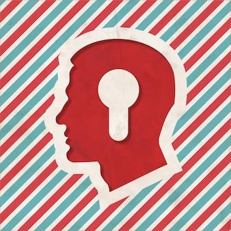 Profiel van een hoofd met een sleutelgat-pictogram op rode en blauwe gestreepte achtergrond. vintage concept in plat ontwerp.
