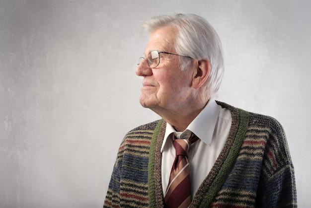Profiel van een senior man