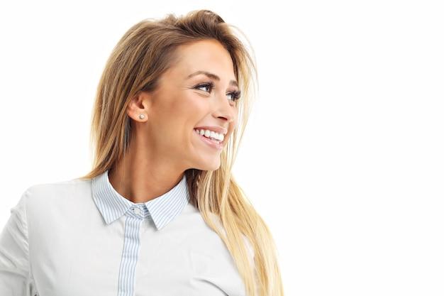 Profiel van een vrouw die lacht geïsoleerd op witte achtergrond
