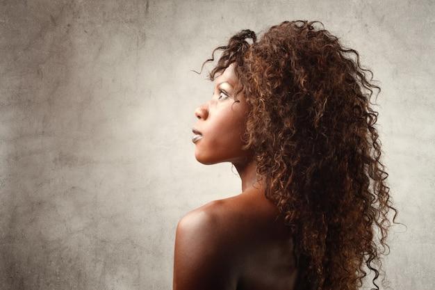 Profiel van een zwarte vrouw