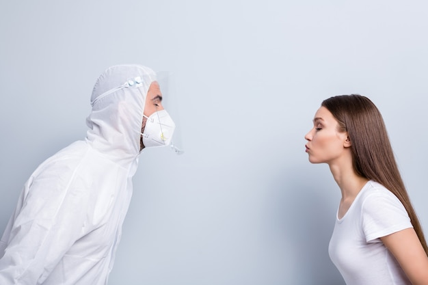 Profielfoto van geduldige dame kerel doc paar dates staan tegenover willen kus