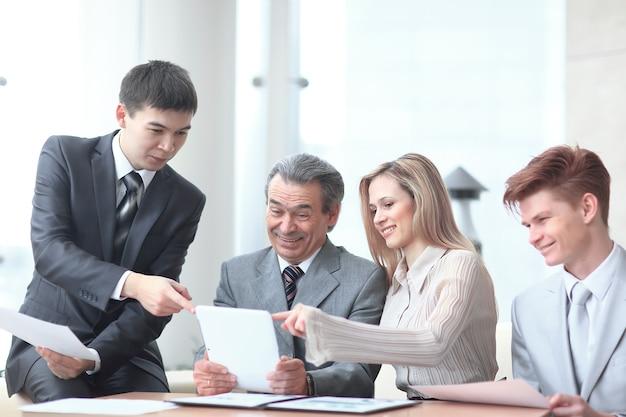 Projectmanager en zakelijk team