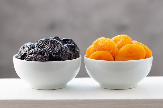 Pruimen en gedroogde abrikozen