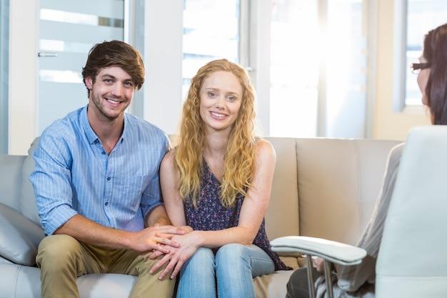 Psycholoog en gelukkig paar