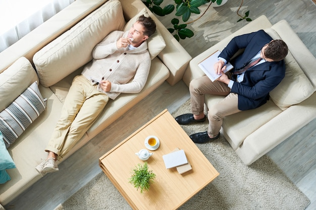 Psycholoog raadplegen patiënt in office