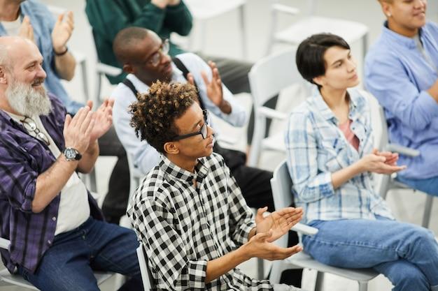 Publiek van educatief forum