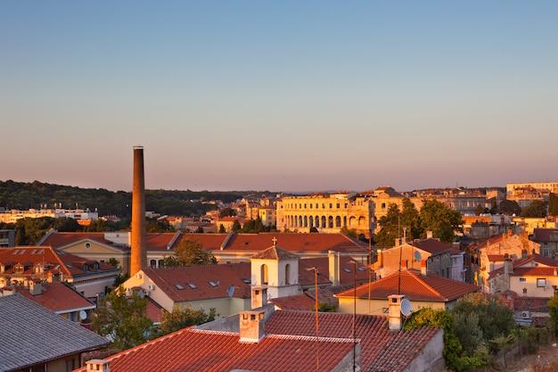 Pula, kroatië stadsgezicht